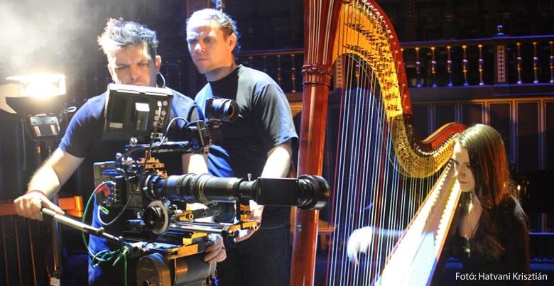 Dobóczy Balázs a kameránál
